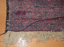 fijacion de flecos nuevos de alfombra baluch con una cadeneta