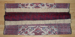 flecos nuevos de una alfombra baluch
