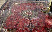 alfombra persa tabriz mojado para limpieza profunda
